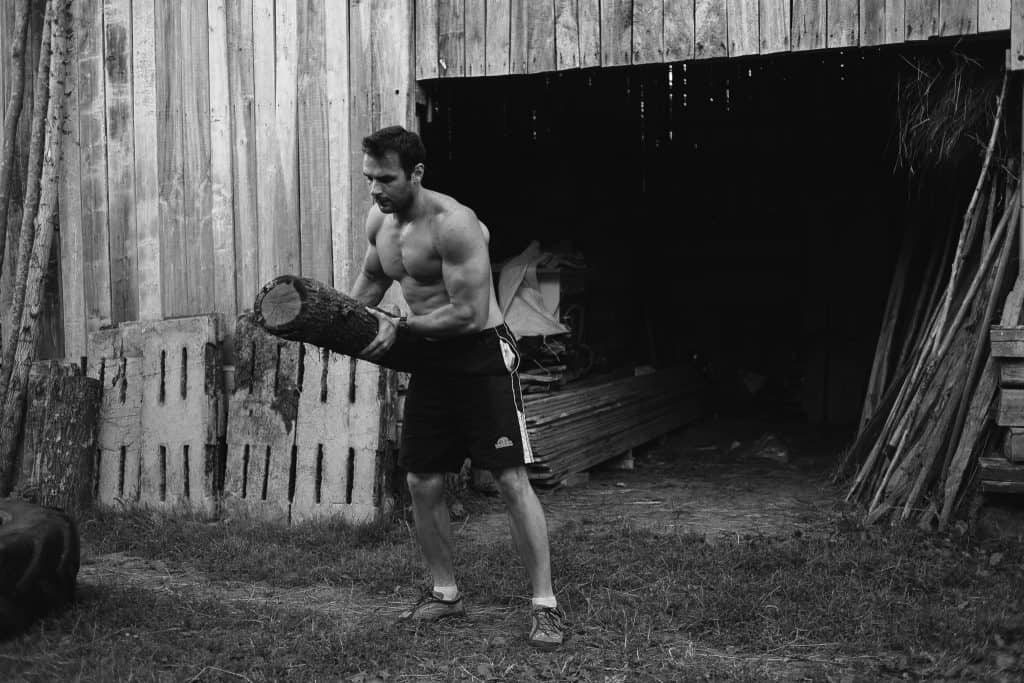lifting heavy weights, calisthenics athlete